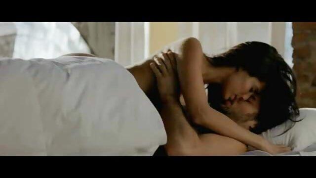 مکش زیبا فیلمهای سکسی گی از یک سبزه زیبا