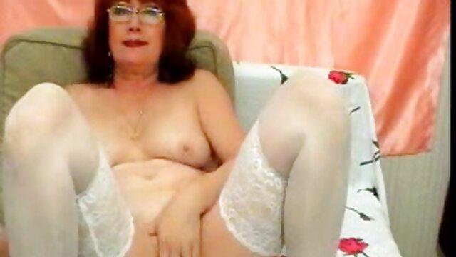 خود ارضایی سایت های سکسی گی از یک دختر زیبا در حمام