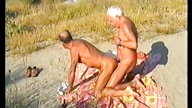 مرد فیلم سوپر سکسی گی ادرار و masturbated در حمام