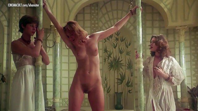 سه لزبین نوازش کردن هر یک از دیگر فیلمهای سکسی گی