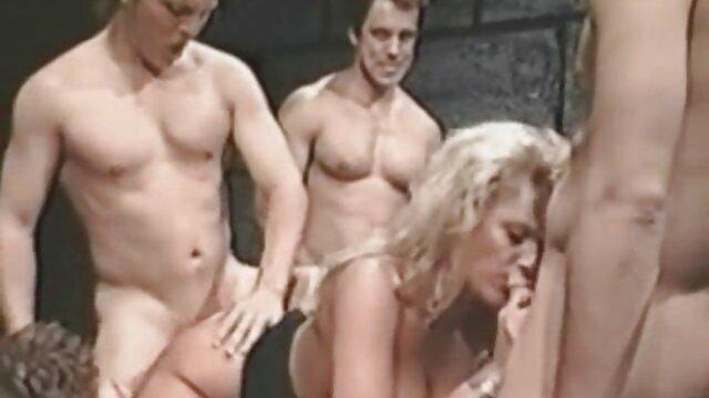 دانش آموزان روسی تا به حال یک موج وحشی در آپارتمان گی و سکس