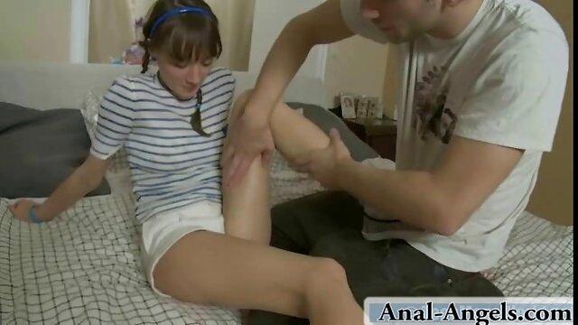 دختر زیبا به یک ضربه داستانسکسی گی به مربی او