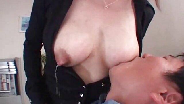 نوجوان Yulechka undresses برهنه فیلمهای سکسی گی