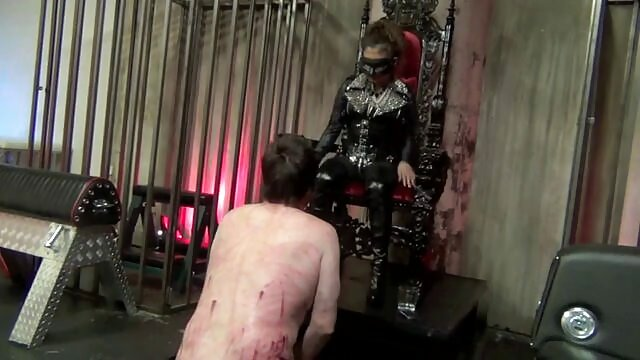 زیبا سکس گیی ماشا اول تلاش می کند