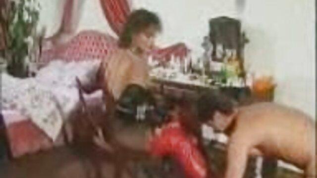 دختر نوجوان است که توسط یک نفوذ قوی فالوس یک مرد بالغ عکس سکسی گی