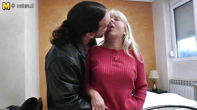 بانوی پیر دانلود فیلم سکسی گی در یک خانه سالمندان
