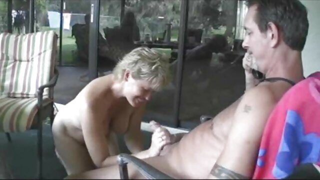 فوق العاده مکیدن از یک سکس گی خشن فاحشه نجیب
