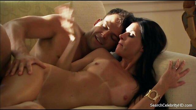 بهترین فیلم سکسی همجنس بازی مردان دوستان در استخر بازی با یکدیگر.