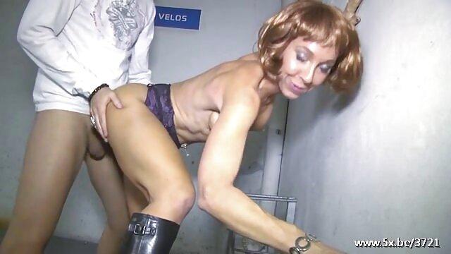ترانس دختر سکسی ضرب دیده دیک سکس چت گی در الاغ توسط دوستان گی